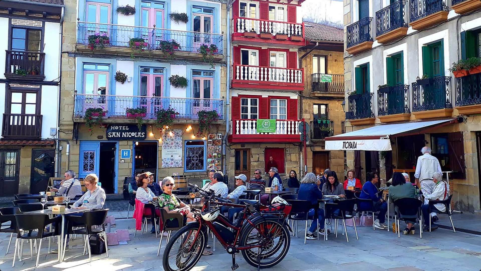 Aankomst-in-Hondarribia-Spanje
